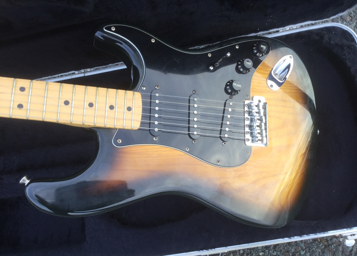 fender stratocaster 1979 tobacco sunburst elite vintage guitars. Black Bedroom Furniture Sets. Home Design Ideas